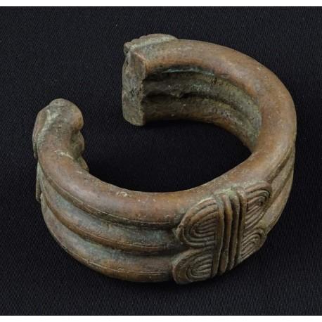 Art tribal Ancien bracelet africain en bronze